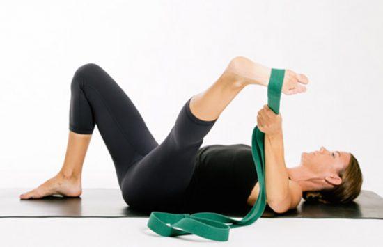 упражнение для шпагата с лентой